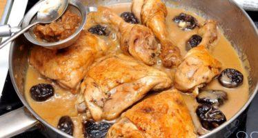 Рецепт курицы с черносливом и яблоками